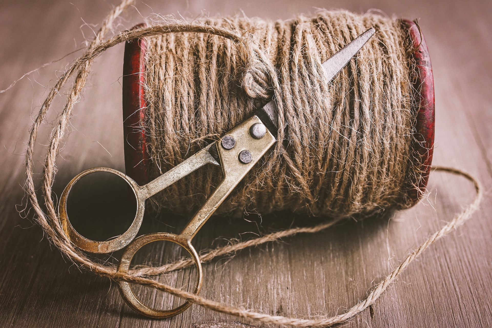 A roll of hemp cord with scissors